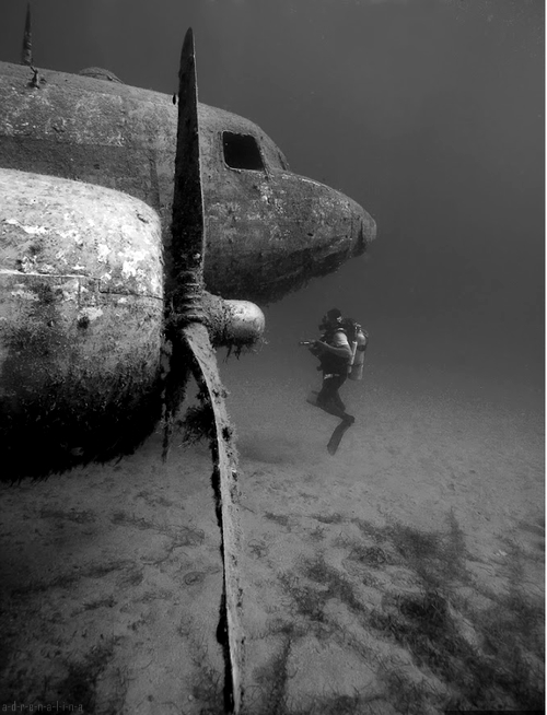 underwater%20airplane.jpg