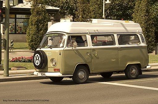 1972_Volkswagen_Camper_T2_(6427048685).jpg