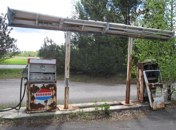 old_gas_station1.jpg