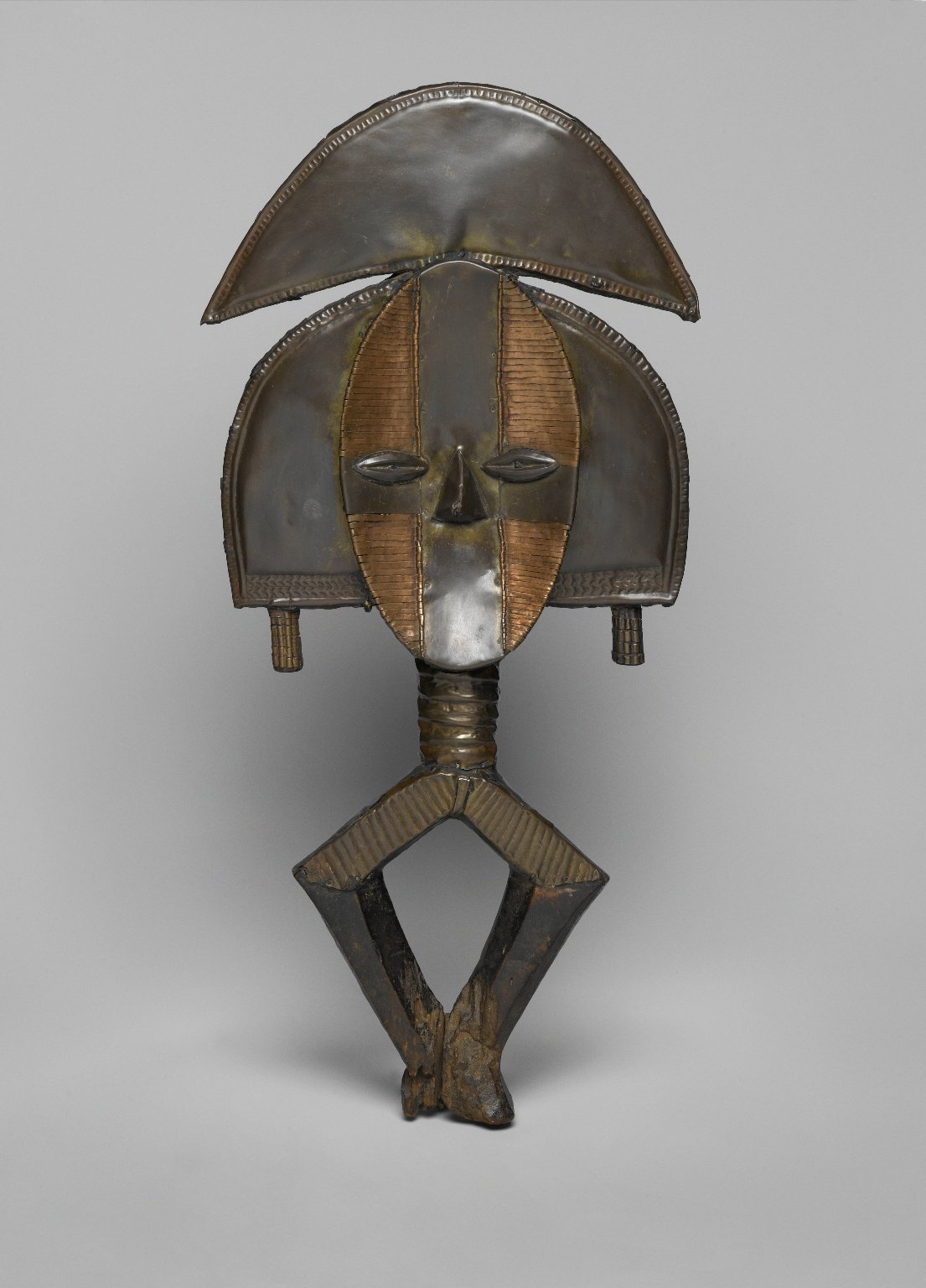 Brooklyn_Museum_1989.51.2_Reliquary_Guardian_Figure_Mbulu_Ngulu.jpg