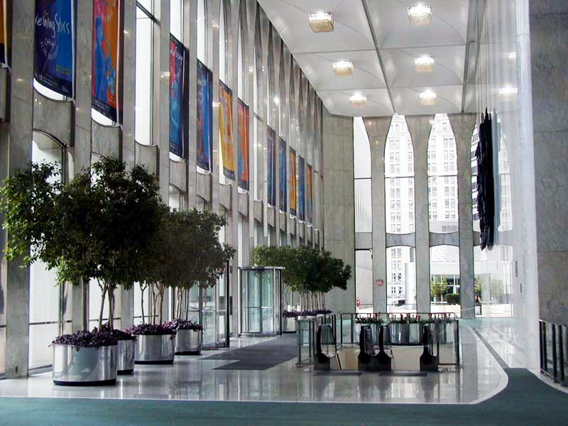 World_Trade_Center_lobby%2C_08-19-2000.png