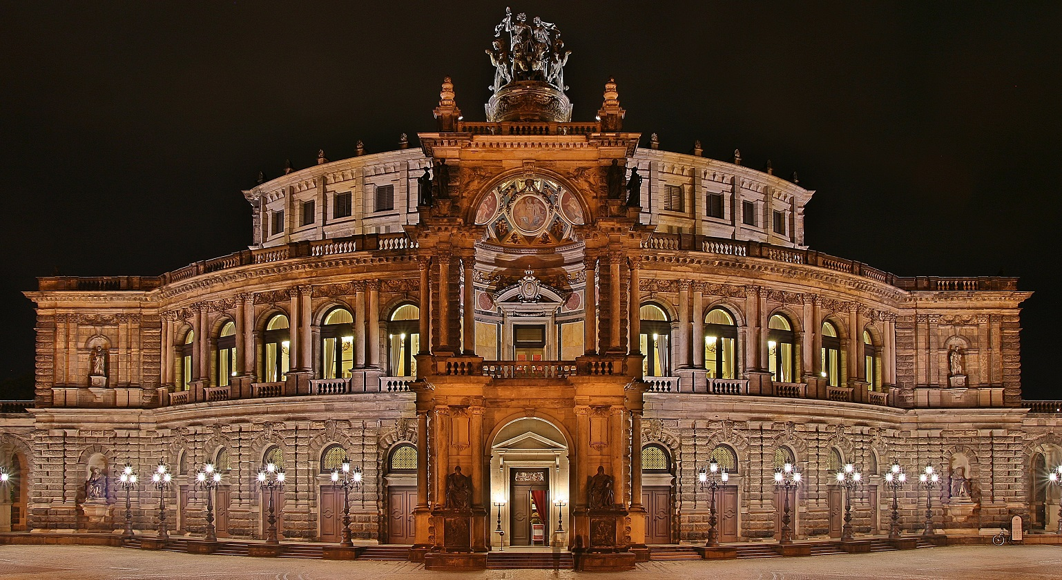Semperoper_at_night.jpg