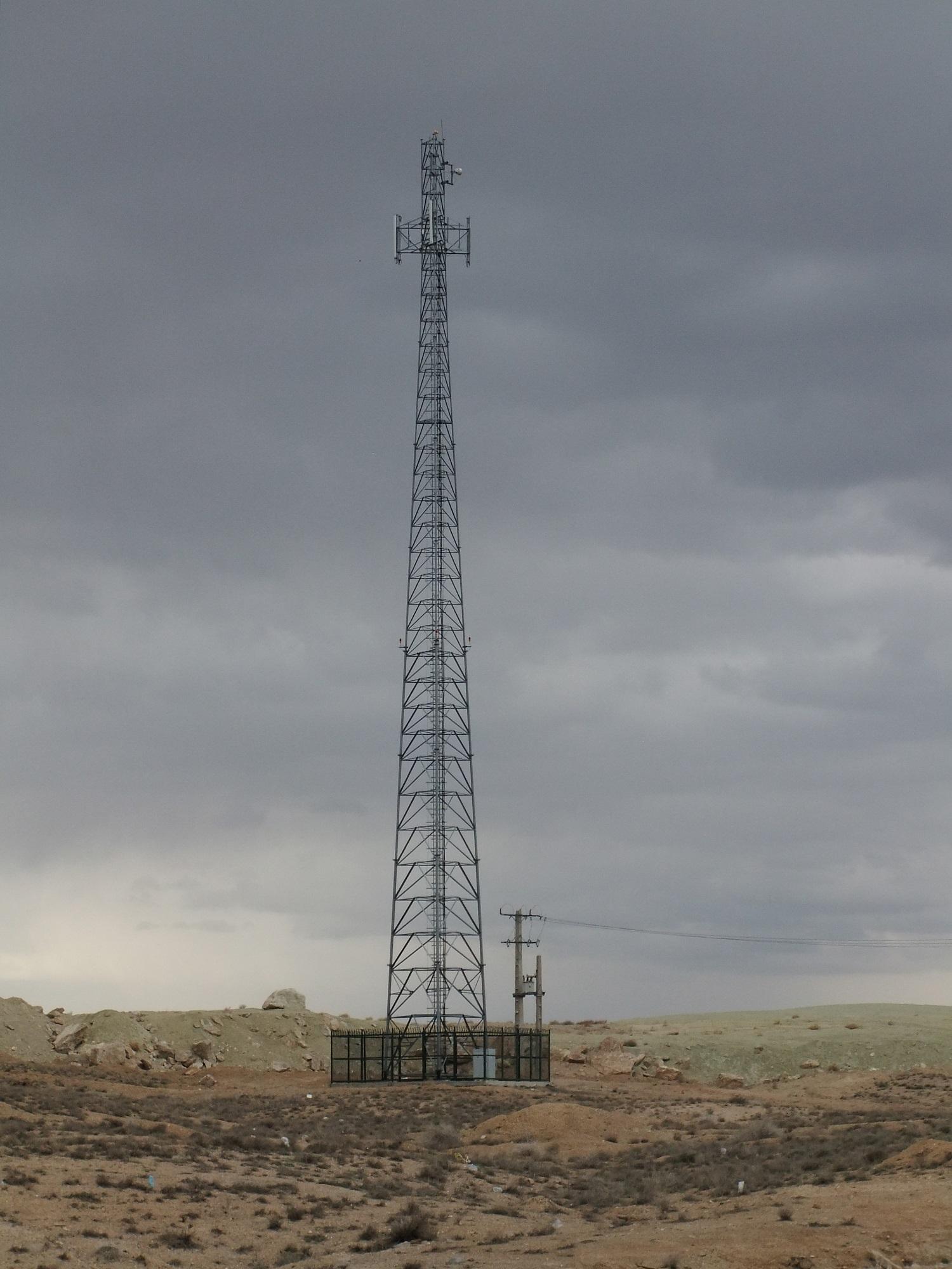 radio_mast_in_the_desert_by_fuguestock.jpg
